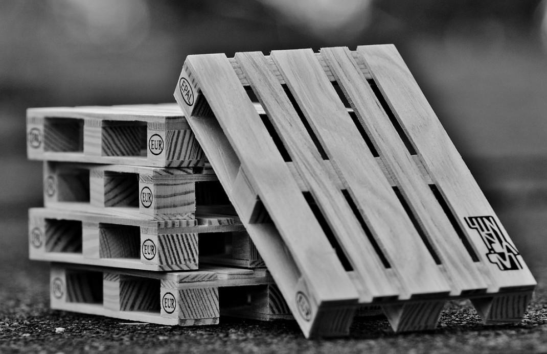 Factores importantes para comprar palets para el transporte de mercancías
